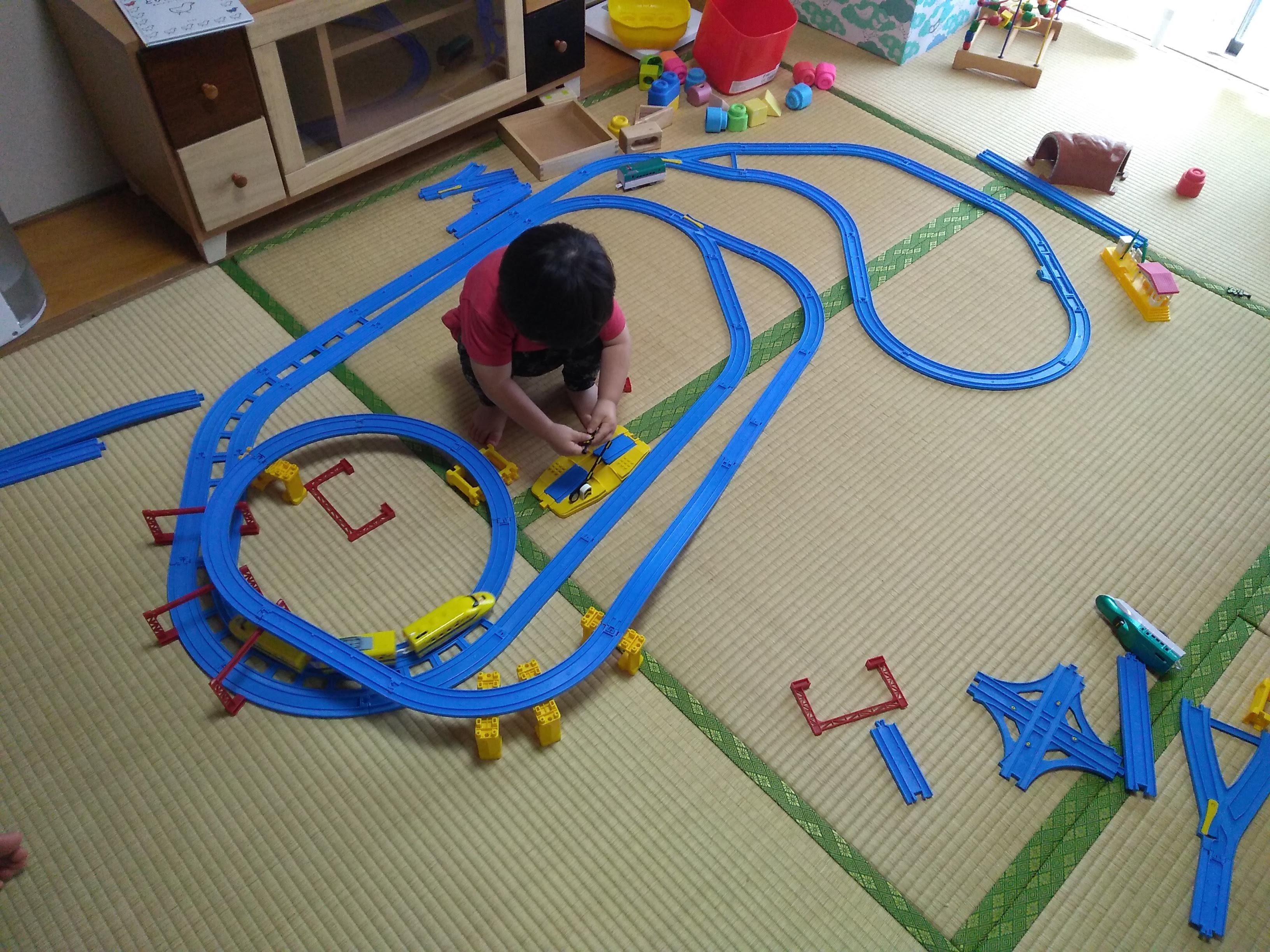 鉄道・踏み切り大好きキッズ1歳男児